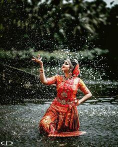 Mehendi Photography, Muslim Couple Photography, Dance Photography Poses, Dream Photography, Dance Poses, Indian Wedding Photography, Photography Ideas, Figure Drawing Models, Wedding Photography Checklist