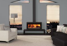 This Freestanding stove version of the Stovax Studio 2 wood burning inset fire offers you up to 8kW of heating capacity as well as superb views of the flam