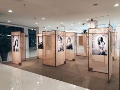 Ideas For Modern Art Gallery Design Furniture Museum Exhibition Design, Exhibition Display, Exhibition Space, Display Design, Booth Design, Signage Design, Design Art, Graphic Design, Space Gallery