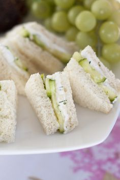 English Cucumber and Dill Tea Cream Cheese Sandwiches are a refreshing, delicious recipe for a lunch, brunch, shower, girls' get-together, or afternoon tea party! English Afternoon Tea, English Tea Time, English High Tea, Afternoon Tea Recipes, Afternoon Tea Party Food, English Lunch, English Snacks, Baby Shower Afternoon Tea, English Food Recipes