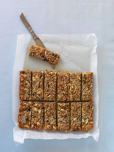 Granola bars with nuts and Müsliriegel mit Nüssen und Früchten Granola bars with nuts and fruits – smarter – time: 30 min. Healthy Sweets, Healthy Dessert Recipes, Healthy Foods To Eat, Clean Eating Recipes, Food To Go, Food And Drink, Granola Barre, Muesli Bars, Lactation Recipes