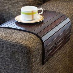 ソファーの肘掛けに置くだけの木製ソファートレー