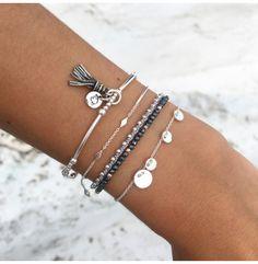 Bracelet perles en argent et pompon couleur en vente sur L'Atelier d'Amaya, bijoux en argent ou plaqué or pour femme, homme et enfant.