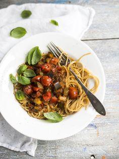 Uuniratatouille ja täysjyväspagettia