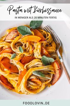 Pasta mit cremiger Kürbissauce mit weniger als 10 Zutaten - super schnell ferti. Pasta with creamy pumpkin sauce with less than 10 ingredients - done quickly! Pasta Recipes, Chicken Recipes, Dinner Recipes, Pumpkin Sauce, Vegetarian Recipes, Healthy Recipes, Healthy Meals, Soul Food, Tofu