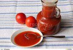 Rajčata,jablka a cibuli nakrájíme na kolečka dáme vařit s octem,solí,paprikou,hřebíčkama,nového koření,pepřem a vaříme 1 1/2 hodiny. Pak přidáme...