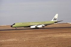 "Braniff International Douglas DC-8-62 N1805 rolling out as it arrives at Denver-Stapleton, November 1970. This aircraft was later painted in the famous ""Flying Colors of South America"" livery. (Photo: Courtesy of Antonio Luis Sapienza Fracchia)"