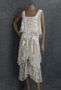 Clothing at Vintage Textile: Lace flapper dress Women's vintage fashion history historical clothing 1920s Outfits, Vintage Outfits, Vintage Fashion, Fashion 1920s, 1920 Dresses, 1920s Fashion Dresses, Vintage Gowns, Vintage Lace, Victorian Lace