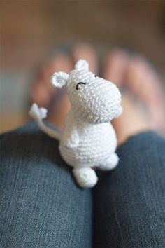 DIY Moomin crochet et son tutoriel - Amigurumi Crochet Simple, Crochet Diy, Crochet Amigurumi, Crochet Doll Pattern, Afghan Crochet Patterns, Love Crochet, Crochet Gifts, Amigurumi Patterns, Crochet Dolls