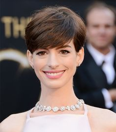 Anne Hathaway @ 2013 Oscars Photos – Makeup, Dress, Hair