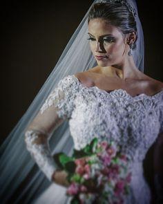 #wedding #weddingphotography #weddingdress #weddingphotographer #casamento #bride #canon #felicidade #clauamorim #claudiaamorim  #portrait #retrato #instawedding #photooftheday #happiness #vestidodenoiva #fotodecasamento #fotografodecasamento #love #vestidadebranco #lapisdenoiva #yeswedding #bridetobride #bride2bride #bridetobe