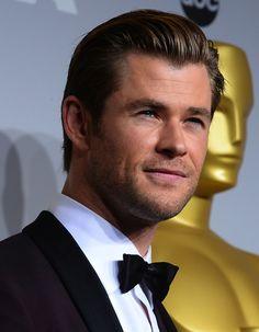 Chris Hemsworth at the 2014 Oscars. #chrishemsworth #oscars #2014