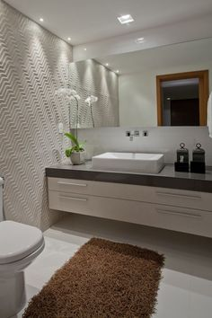 A nice rug adds such charm to the bathroom. Not many of us use them because they are hard to maintain in the wetness of the bath but once in a while, i wouldn't mind placing one! especially when guests are expected