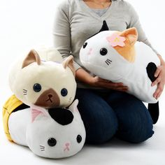 Looking for the purrfect plush kitty to curl up in your lap? Then we have the plushie for you! Meet the Tsuchineko kitties! These big-size plushies measure a sizeable 25 x 25 x 50 cm and are made from a soft material. There is a choice of three to select from: Mike (that's pronounced mee-kay), who comes with a cherry blossom in her fur; Shamu, who comes with a cute blue ribbon; and Jira, who is...