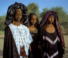 Fulani women with traditional facial tattoos.  ◆Niger - Wikipedia Fulani women with traditional facial tattoos.