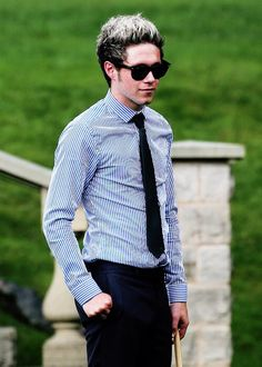 It's like all I want is him for to wear this always. I'm so down with dapper Niall always -E