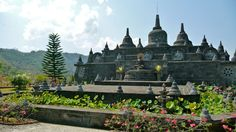 Borobudur Java    for more mystic take a look at www.MalaSpirit.nl