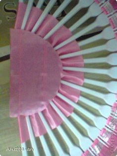 Here is a super cute idea to make a decorative fan from plastic forks. You don't have to use new plastic forks. It's actually a great way to recycle used forks from parties. With a little bit of creativity and patience, you can give used plastic forks new life and turn …