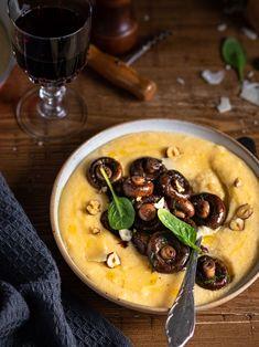 Ce qu'il me met le plus de baume au coeur à l'arrivée de l'automne c'est bien ses petits plats réconfortants. Comme cette polenta crémeuse au parmesan. Découvrez la recette sur ma page Instagram @healthycooklife #recette #foodphotography #foodstyling Polenta Crémeuse, Page Instagram, Parmesan, Vegan, Ethnic Recipes, Food, Cooking, Sauteed Mushrooms, Cook
