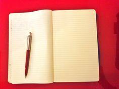 빨간 펜과 빨간 책상