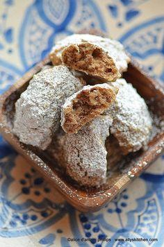 persian walnut cookies (naan-e gerdooi)