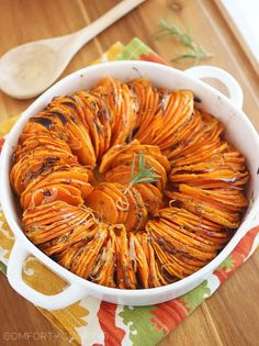 Crispy Roasted Rosemary Sweet Potatoes http://www.thecomfortofcooking.com/2014/12/crispy-roasted-rosemary-sweet-potatoes.html