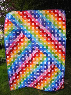 Love this quilt - the quilting is amazing! Grit's Life: Rainbow - Quilt