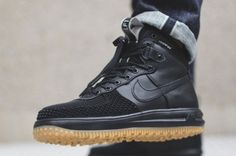 Not to be up staged by Kanye's latest fashionable sneakerboot with adidas, Nike played a game of duck, duck, boot with their Lunar Force 1and have concocted this – the Nike Lunar Force 1 Duckboot. Following up with their Air Force 1 Duckboot, the shoedips its toe into somehigh fashionof the Givenchy variety with a …