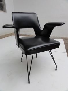 Martin Eisler and Carlo Hauner Attributed; Leather and Enameled Steel  'Gull Wing' Chair, 1950s.