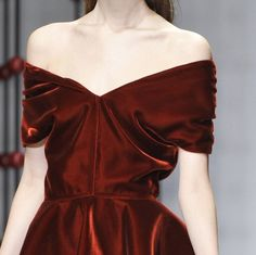Couture and Caffeine Runway Fashion, High Fashion, Fashion Show, Style Haute Couture, Dress Vestidos, Fashion Details, Fashion Design, Mode Inspiration, Wedding Inspiration
