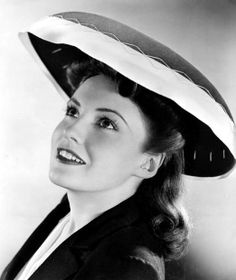"Joan Leslie, co-star of the classic Americana film ""Sergeant York"". Hollywood Fashion, Vintage Hollywood, Hollywood Stars, Classic Hollywood, Teresa Wright, Joan Leslie, Jeanne Crain, Woman Movie, Vintage Glamour"