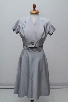 Grå selskabskjole med perlebroderi 1950. S-M
