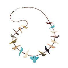 Collier Fétiches, oiseaux scupltés en pierres multicolore, fermoir en argent.    Harpo Paris #nativeamerican #collierturquoise #navajo #pueblo #zuni