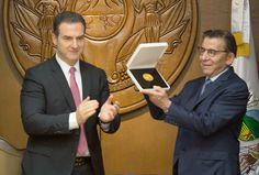 Recibe Salomón Marcuschamer Medalla al Mérito Empresarial - http://diariojudio.com/comunidad-judia-mexico/recibe-salomon-marcuschamer-medalla-al-merito-empresarial/216736/