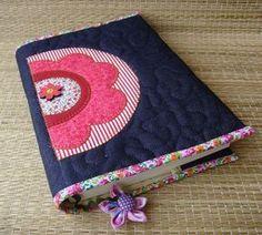 Capa para livro , agenda ou caderno em patchwork confeccionada em tecido de…