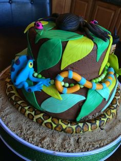Bug and reptile cake.