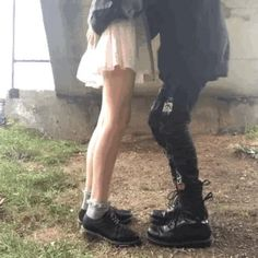 Couple Aesthetic, Aesthetic Grunge, Aesthetic Pictures, Cute Couples Goals, Couple Goals, Emo Couples, Cute Relationships, Relationship Goals, Grunge Couple