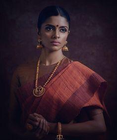 South Indian bride. Gold and diamond Indian bridal jewelry.Temple jewelry. Jhumkis. simple cotton silk sari.Braid with fresh jasmine flowers. Tamil bride. Telugu bride. Kannada bride. Hindu bride. Malayalee bride.Kerala bride.South Indian wedding.