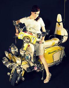 Piaggio Vespa, Lambretta Scooter, Vespa Scooters, Retro Scooter, Scooter Custom, Vespa Girl, Scooter Girl, Scooter Design, Mod Girl