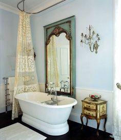 18 Shabby Chic Bathroom Ideas Suitable For Any Home Chic Bathrooms, Dream Bathrooms, Beautiful Bathrooms, Modern Bathroom, Classic Bathroom, Small Bathroom, Victorian Bathroom, Antique Bathtub, Victorian Mirror