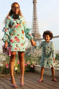 Like mother, like daughter. Or at least that's the way you hope things go when your mama is Beyonce. And lucky for Blue Ivy, she's already modeling after her flawless, famous mom in these adorable pics of the two in matching outfits. And in Paris no less! Blue Ivy Carter, Beyonce Style, Beyonce And Jay Z, Beyonce Singer, Beyonce Beyonce, Celebrity Moms, Celebrity Style, Celebrity Photos, African Fashion
