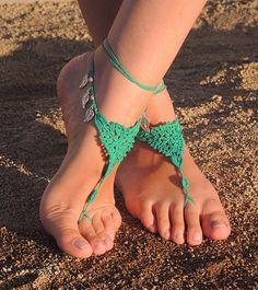 Sandalias descalzas en crochet color turquesa por MonkitaCreaciones