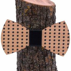 #Fa csokornyakkendőink.. / Our #woodenbowties.. #vinylandwood ▶ENG: www.vinylandwood.com ▶HUN: www.vinylandwood.hu STORE: 1077 #Bp, Wesselenyi 35. WORLDWIDE SHIPPING!! #woodenbowtie #fashion #clublife #djlife #unique #ibiza #BDPST #welovebudapest #budapestagram #onecityonelove #Budapest #Hungary