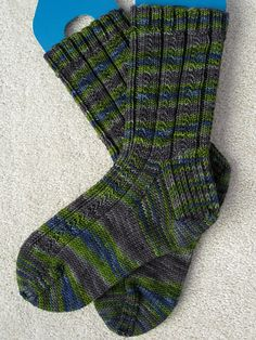 Ravelry: Simple Skyp Socks pattern by Adrienne Ku Blue Moon Fiber Arts Socks that Rock Medium weight Sport / 5 ply (12 wpi) ? 7 stitches = 1 inch in stockinette US 2 - 2.75 mm Sizes: Men's X-Small, Small, Medium & Large