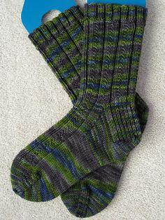 Simple skyp socks Knitting pattern by Adrienne Ku Easy Knitting, Knitting Socks, Knitting Patterns Free, Knit Socks, Knitted Socks Free Pattern, Patterned Socks, Sock Yarn, Knit Or Crochet, Easy Crochet Socks