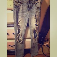 Cute ripped jeans Heavily stylish ripped jeans. Size 7. Pants Skinny