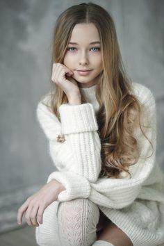 Model Irina Veselkina by Vika Pobeda - Her Crochet Beautiful Girl Image, Beautiful Children, Young Models, Child Models, Cat Dresses, Girls Dresses, Tween Fashion, Girl Fashion, Sexy Teenager