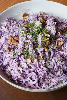 Coleslaw with Apple and Walnut/Koolsalade met appel en walnoot: Red cabbage white cabbage 1 red onion 1 apple grated add lime juice to prevent discoloration chives. 3 TB mayonaise dash of buttermilk sugar salt pepper. Low Carb Recipes, Cooking Recipes, Healthy Recipes, Kitchen Recipes, Good Food, Yummy Food, Tortellini, Vegetarian Lifestyle, Convenience Food