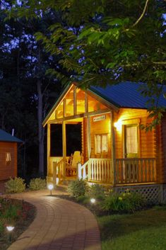 Romantic Bed and Breakfast Rooms and Cabin Rentals in Wine Country Finger Lakes, New York - Breakfast ideas New York Breakfast, Breakfast Ideas, Romantic Bed And Breakfast, Country Hotel, Cabin In The Woods, Lake Cabins, Lake Cottage, Cozy Bed, Cabin Rentals