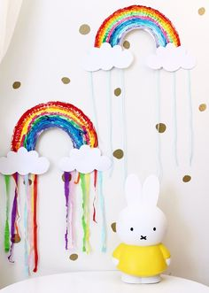 Adorable Rainbow Paper Plate Craft Activity - quick and easy to make. Great for toddlers and kindergarten children.
